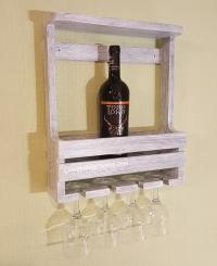 Винная полка на 4 бутылки и бокалов.